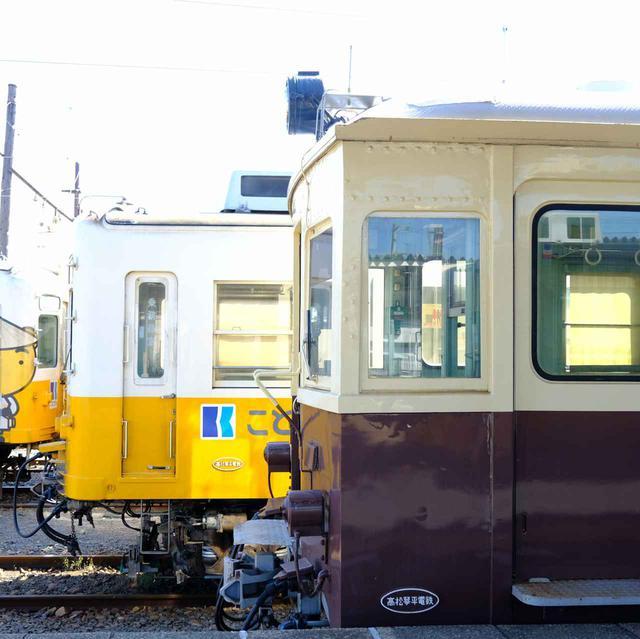 画像: 仏生山駅には新旧の電車が止まっていて、ついつい撮り鉄してしまいました。ことでんの工場があり、体験会などが開催される時を狙って工場見学するのも楽しそうです。この日も多くの鉄道ファンが工場に案内されている姿を見ました。