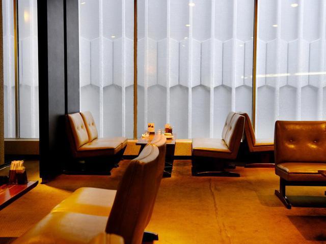 画像: 2階の喫茶部。こちらには窓があり、景色はありませんが自然光が入ります。