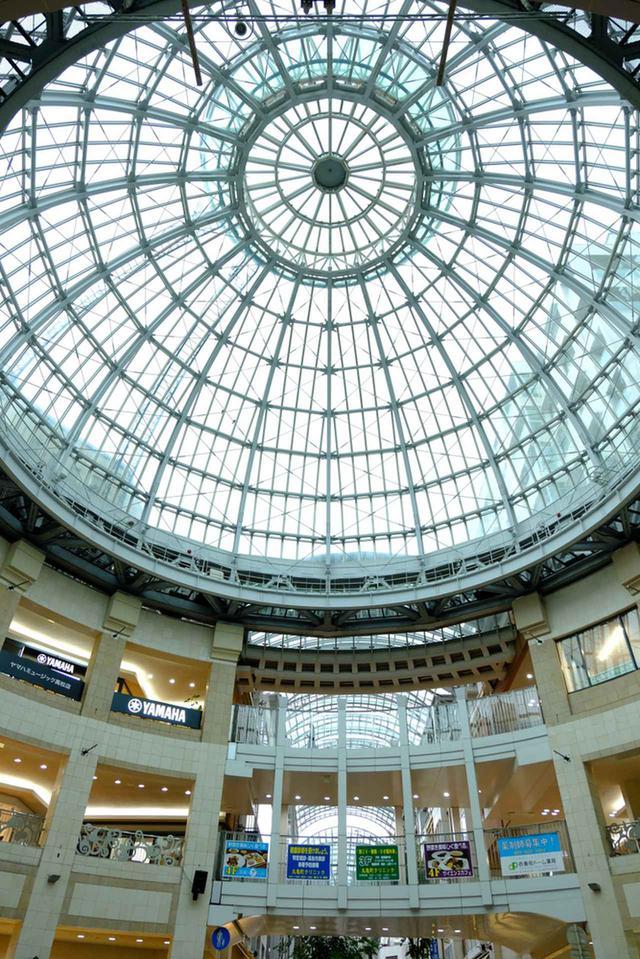 画像: くつわ堂のすぐ近くにあるクリスタルドーム天井。こちらもぜひ見上げて帰ってください。