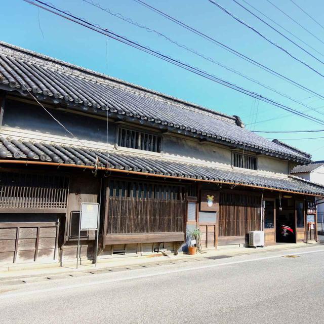 画像: 酢醸造場の「神崎屋」。老舗醸造所で、仏生山では最も古いと言われる江戸末期の建造物。