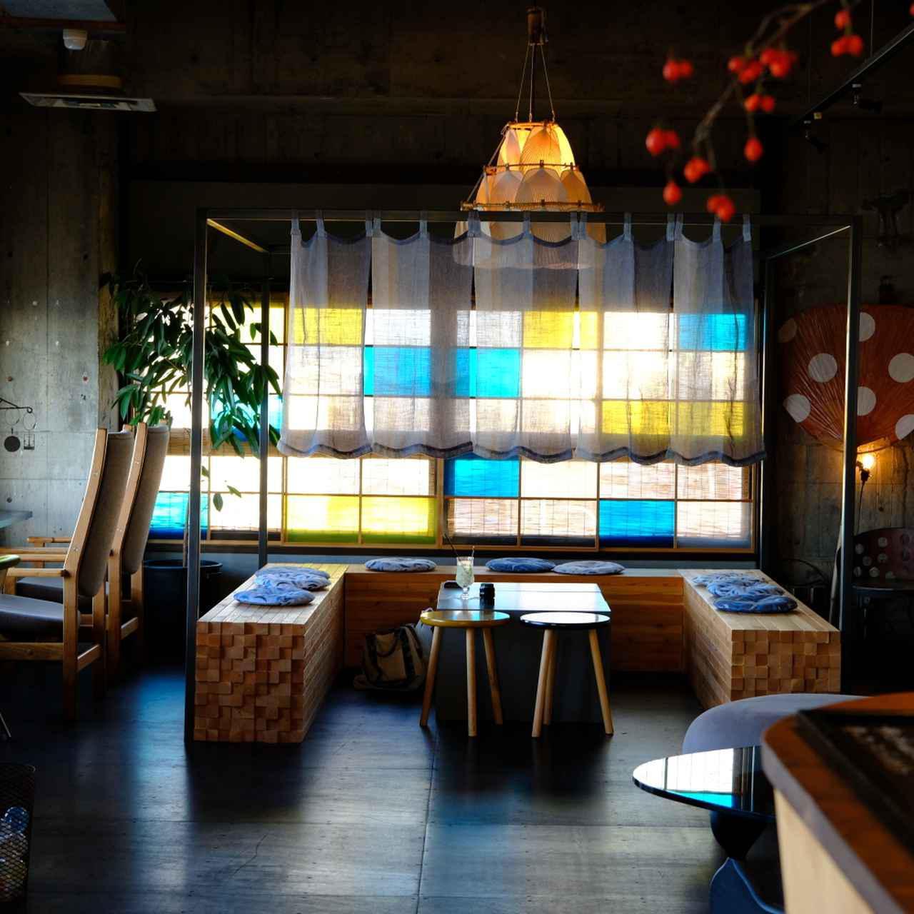 画像: 暖簾がかかったひときわ特別感のある一角は「茶室」をイメージして作られた空間。