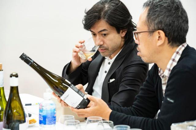 画像: ワインテイスター・ソムリエ 大越基裕さん(左)