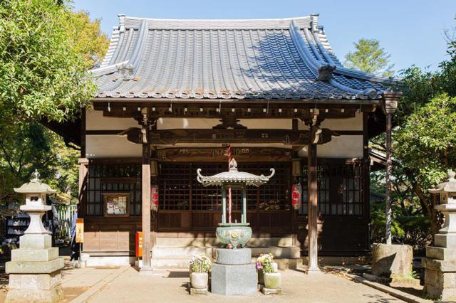 画像: 招福殿の堂内には、招福観音菩薩立像が安置されています。