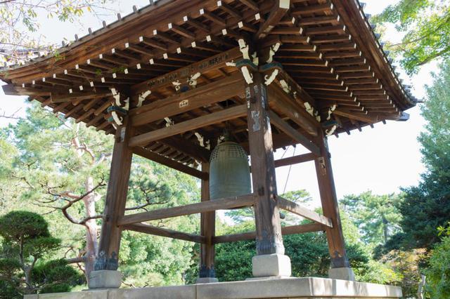 画像: 世田谷区指定有形文化財になっている、美術的にも評価が高い梵鐘。