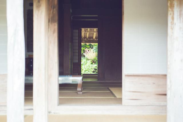 画像1: 沖縄県最古の民家「上江洲家(うえずけ)」で地元の人との触れ合う