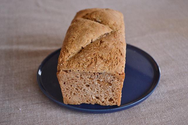 画像: 坪田さんお手製の酵母パン。個人活動としてパンづくりのワークショップなどを行なっている