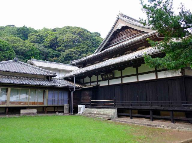 画像: まずは外から建物を鑑賞。県指定の有形文化財に指定されています。明治26年に建てられたとは思えないほどの保存状態の良さです。