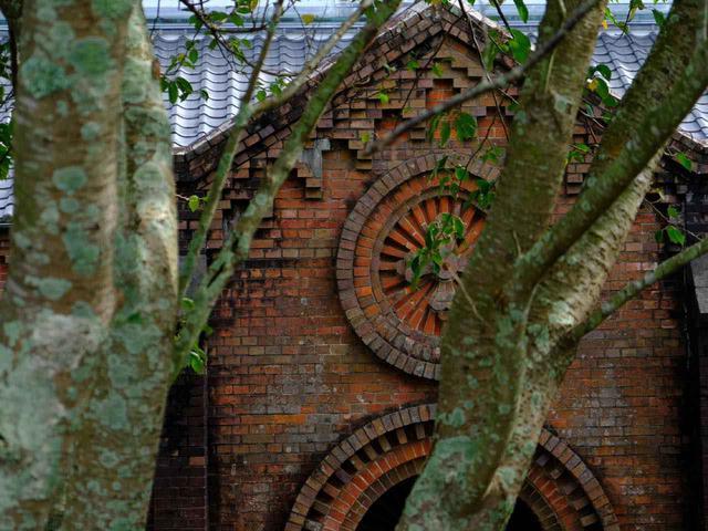 画像: 田平天主堂は鉄川与助が設計・建築した最後の赤レンガ造りの教会です。その荘厳さ、重厚さ、ち密な構造などから、鉄川の最高傑作とも評される教会です。