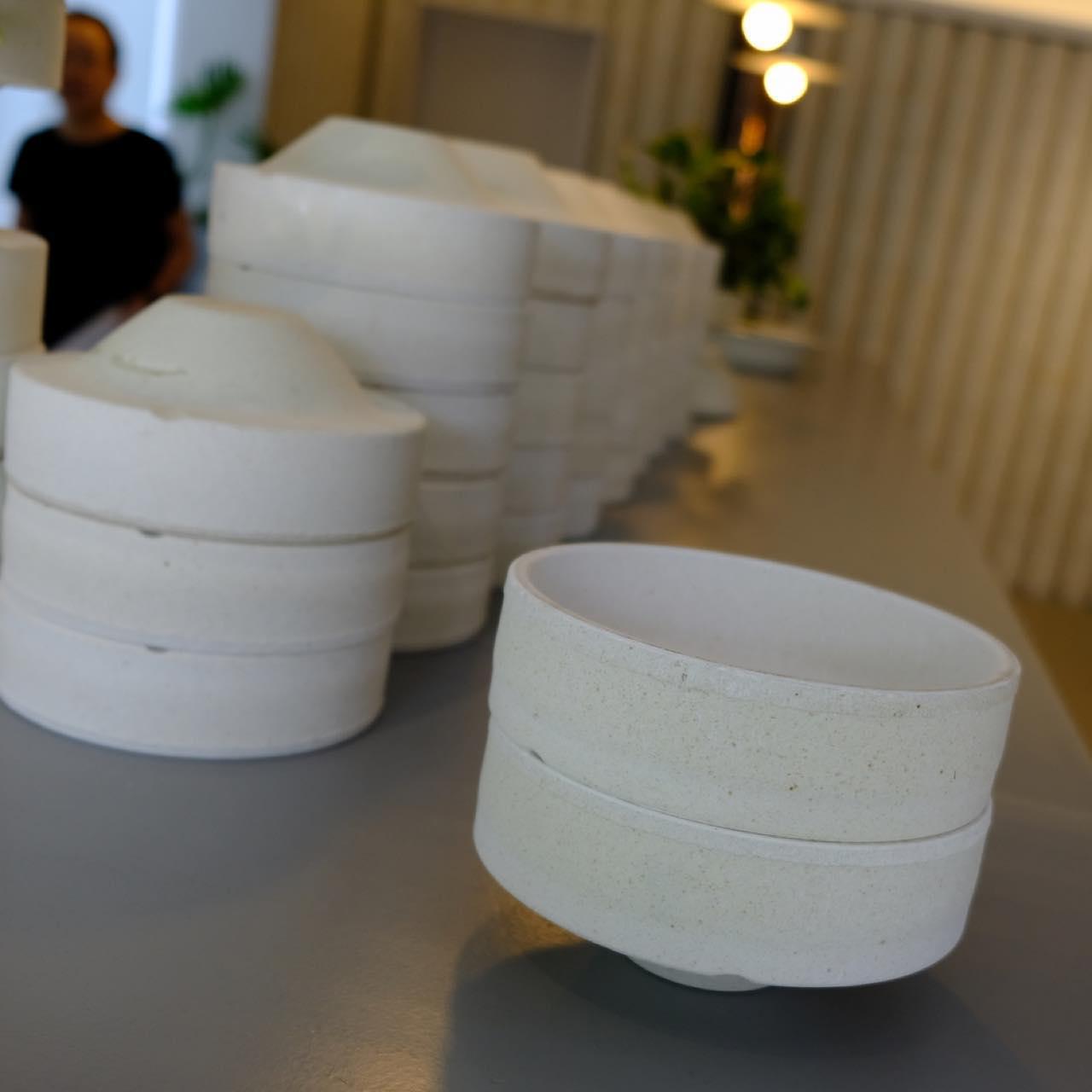 画像: 「匣鉢」は「さや」とも呼ばれ、器を焼くときに匣鉢に入れ重ねることで効率よく積み上げて焼くことが出来る入れ物です。