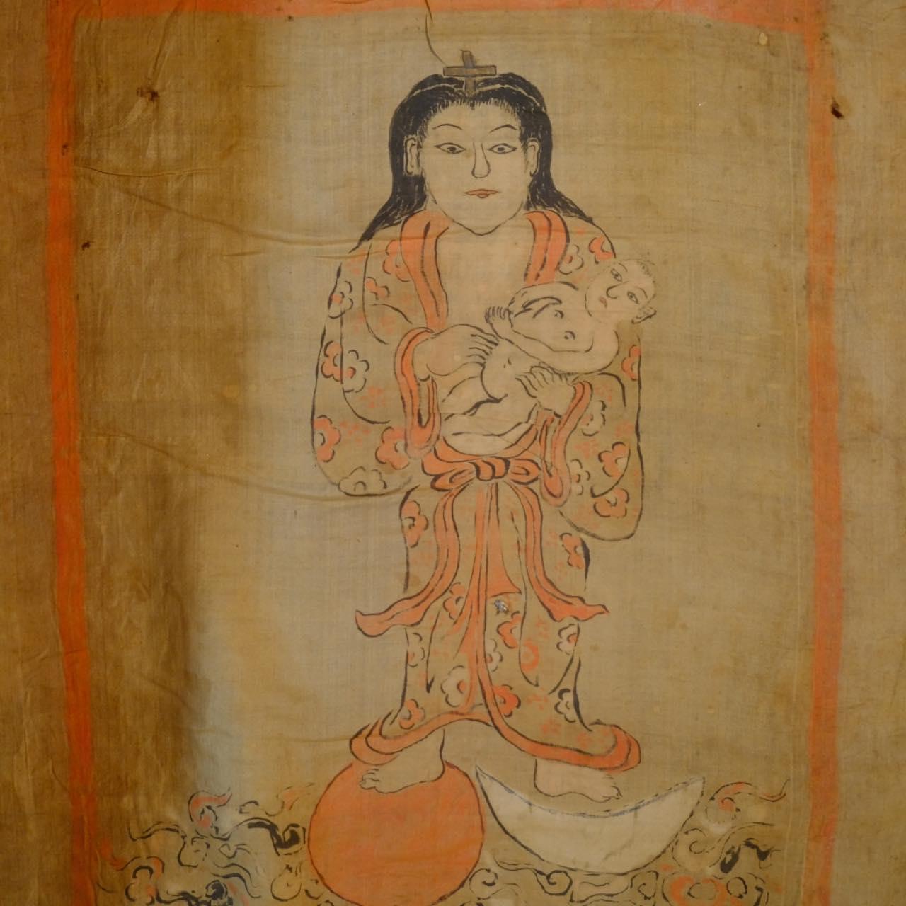 画像: 納戸神として飾られていた絵画「お掛け絵」です。見た目は和製の仏教絵画のように見えますが、マリア像や聖家族と言った、キリスト教の教えに基づいた絵になっています。