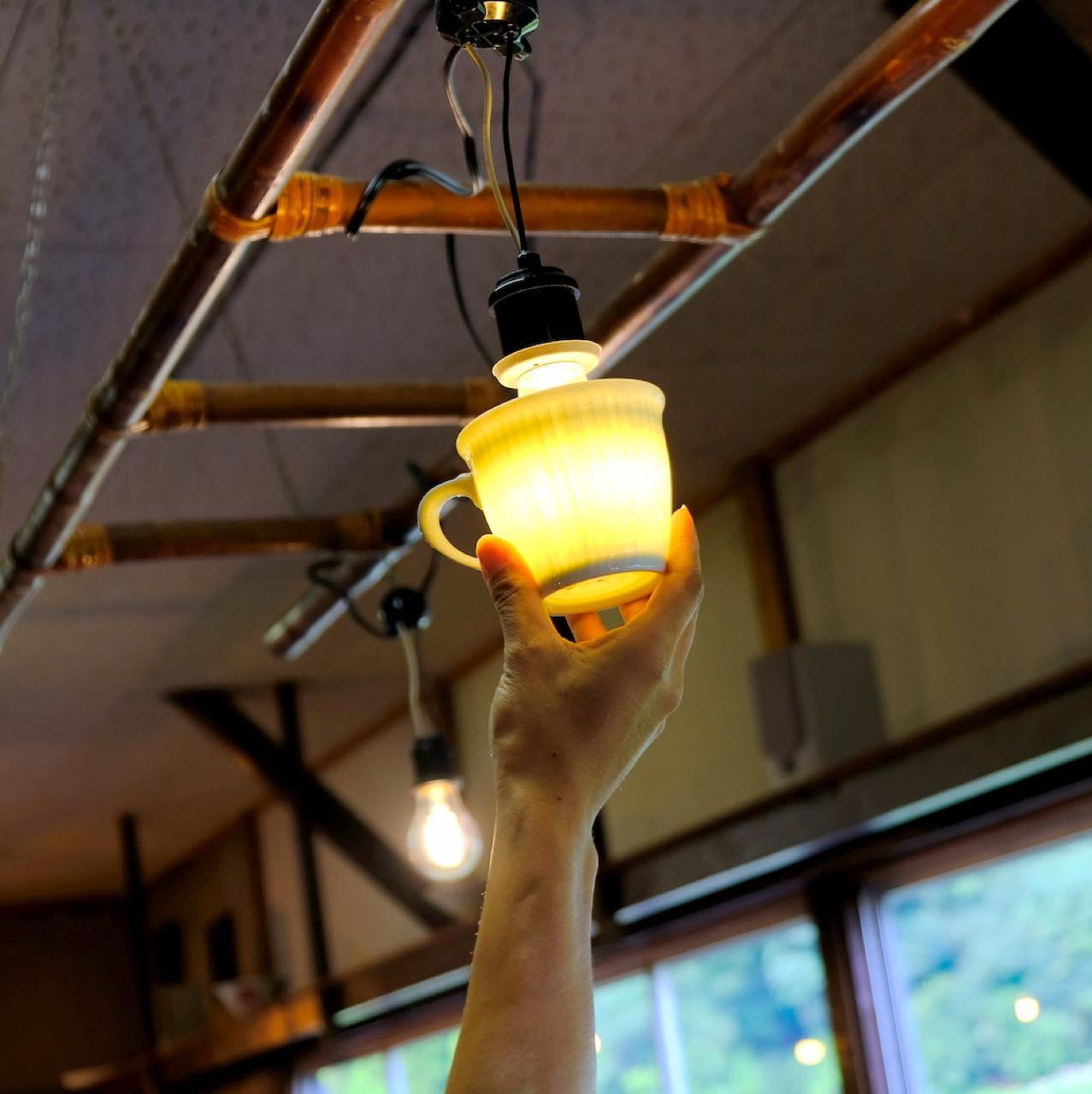 画像: 光にかざすとなんと透けます。一真窯すごいー!!