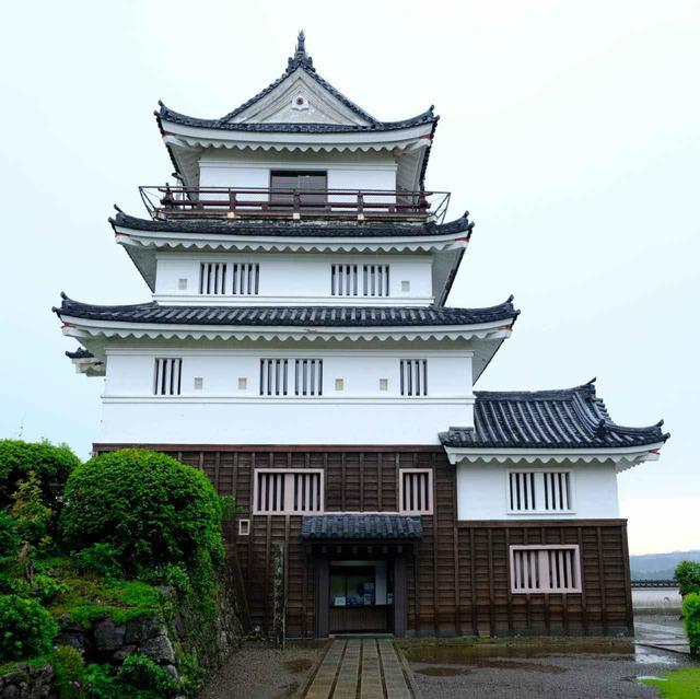 画像: 平戸城は今後改築に入ります。「懐柔櫓」は外観そのままに中をコンクリート造にし、泊まれる城として、ホテルへと生まれ変わる予定です。