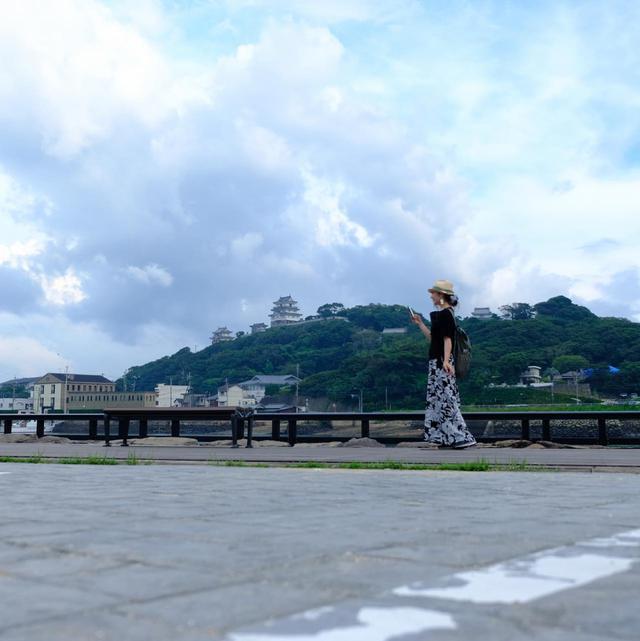 画像: まるで灯台のように、どこからでも見える平戸城。次の日は朝早起きして平戸城に登りました。