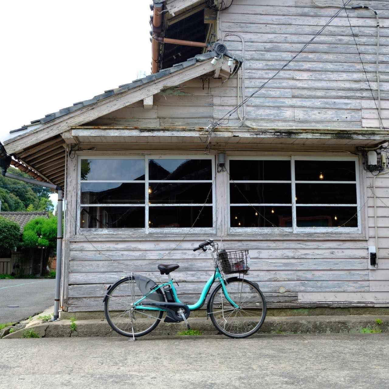 画像: この後の予定は、レンタサイクルで坂道登り。レンタサイクルは電動アシスト付きです。その前にランチを済ませるため、カフェへと立ち寄ります。