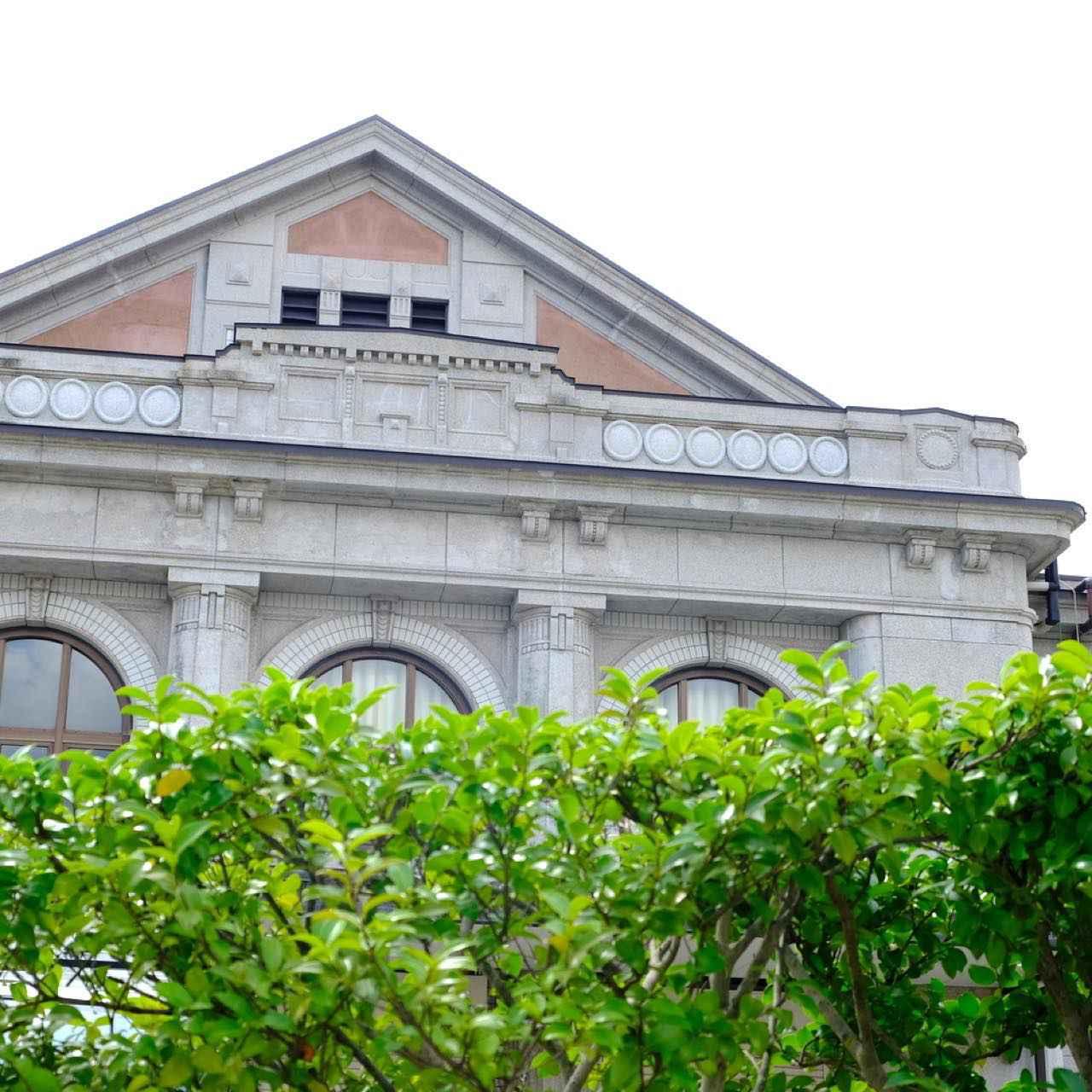 画像: 「佐世保鎮守府」は今年開庁130周年を迎え、記念イベントや関連施設ガイドツアーなどにも注目が集まっています。130年前の佐世保港の開港が、佐世保の発展のスタートとなりました。歴史を楽しく学びながら平和のありがたさを感じる佐世保街歩き。まだまだ続きます。