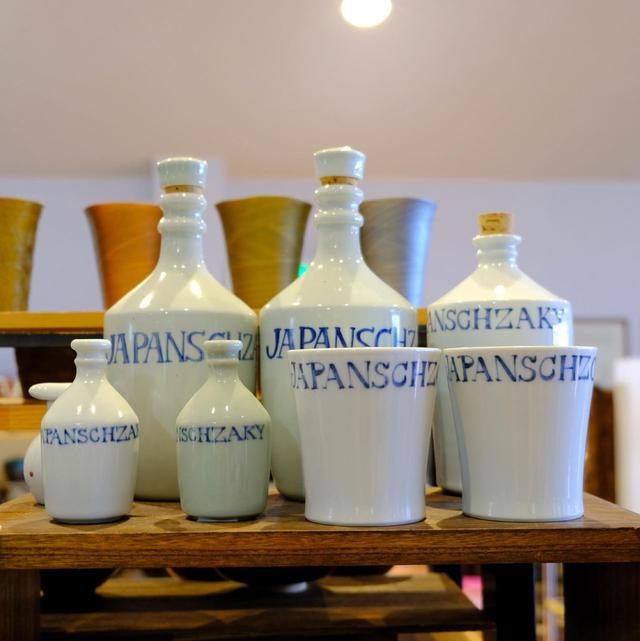 画像: 中尾山で数多く作られていたという「コンプラ瓶」。しっかり焼き固めてあるので水漏れせず、これに醤油や酒を入れて輸出されていました。