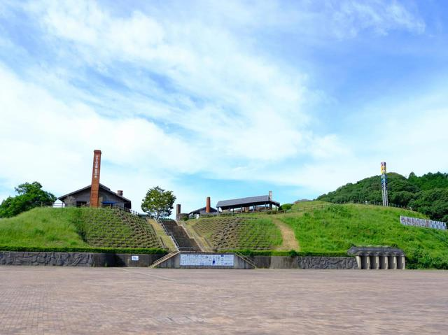 画像: 「世界の窯広場」。ここでは世界中の窯が野外展示されています。窯にもいろんな形があるんですね。