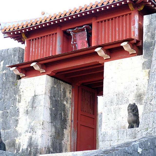 画像: 見たかったのはコレです、「瑞泉門」。瑞泉酒造の名前の由来となった門です。