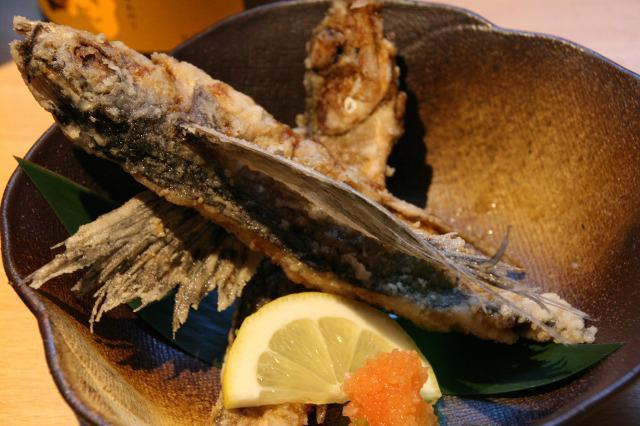 画像: トッピー揚げ。種子島ではトビウオのことをトッピーと呼ぶ。香ばしくて、骨までバリバリと味わえる