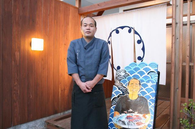 画像: 種子島の出身で、地元の有名料理店で修業を積んだ小川信次さん。四季折々の活魚料理などが楽しめる