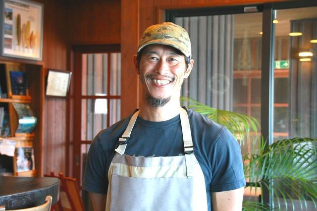 画像: 転勤族だった父と共に家族で日本&世界に住んだ青柳さんは、種子島移住の道を選んだ