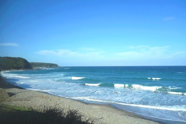 画像: 種子島の北東部に位置し、眼下には鉄浜海岸が広がる。砂鉄を多く含むことから鉄浜と名付けられたとか