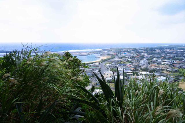 画像2: 4.祖納エリアを見渡せる迫力のある岩場の展望台「ティンダバナ」