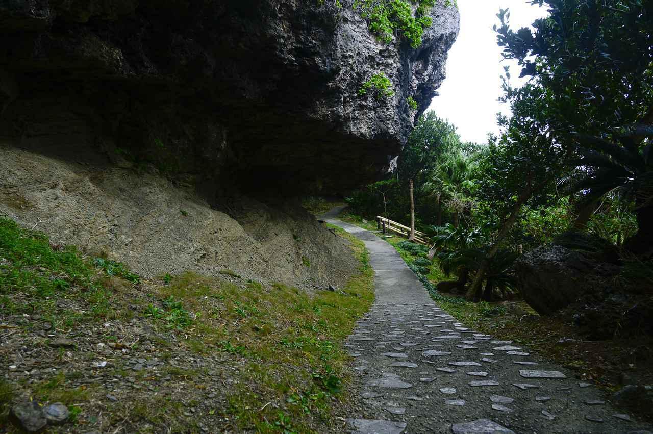 画像1: 4.祖納エリアを見渡せる迫力のある岩場の展望台「ティンダバナ」