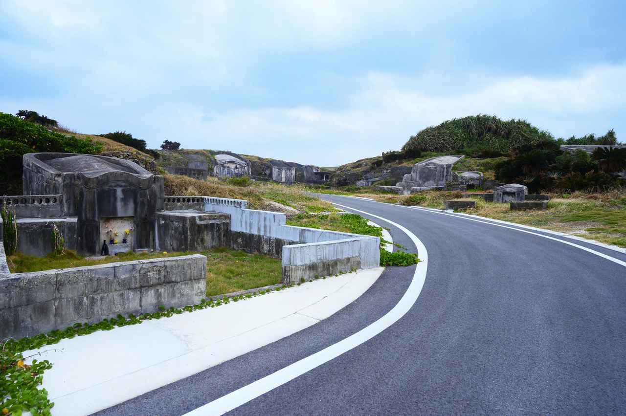 画像: 1.突如として現れる、ちょっと不思議な墓地密集地帯