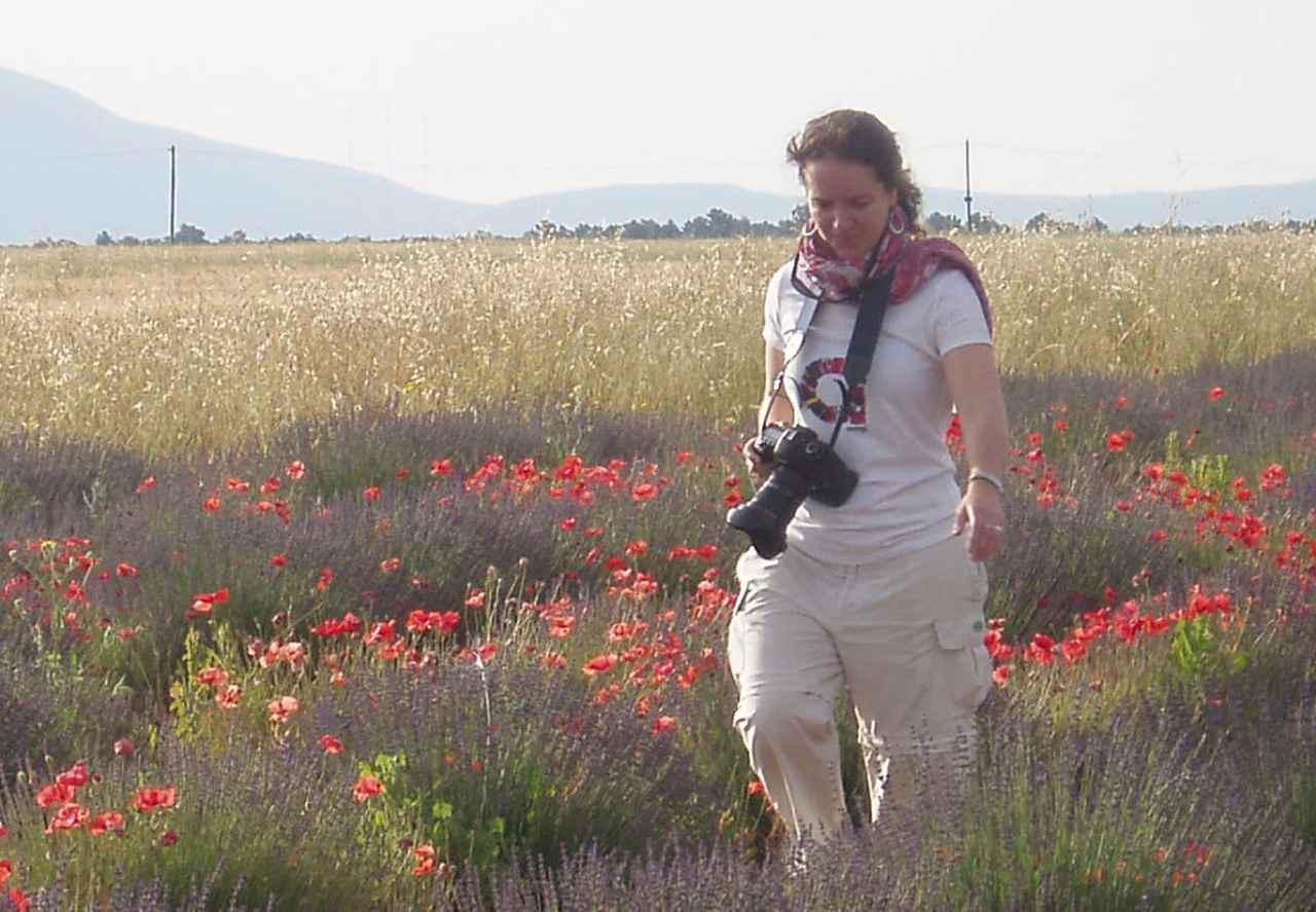 画像: イチャソ・ズニカさん。フランスはプロヴァンス地方のラベンダー畑にて