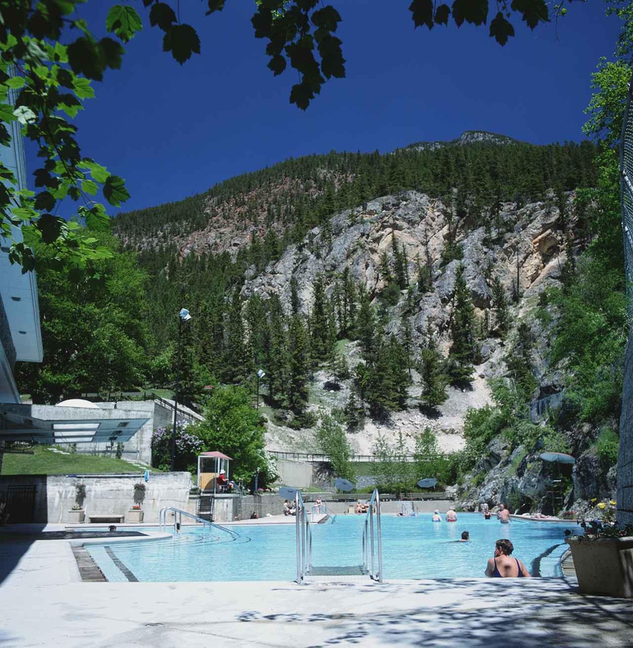 画像: 写真提供:Parks Canada/Canadian Rockies Hot Springs/カナダ観光局