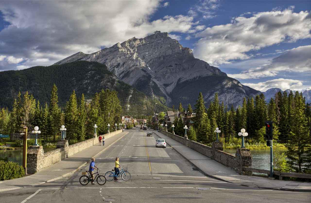 画像1: 写真提供:Banff Lake Louise Tourism/Paul Zizka/カナダ観光局