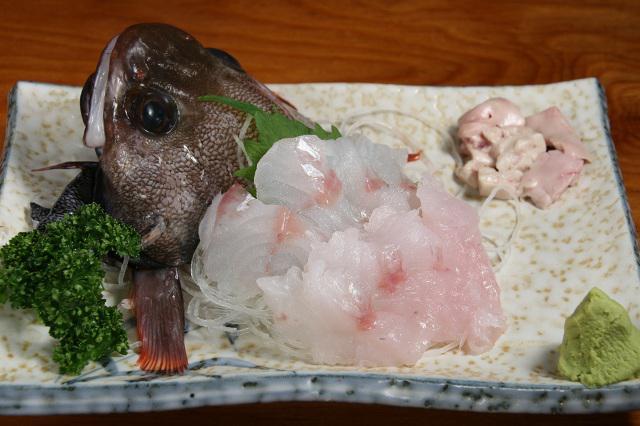 画像: 「どんこ刺し」650円 他にも見たことのない地魚の刺身なども多いので、楽しさ炸裂