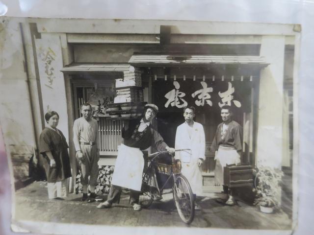 画像: 創業当時の写真。函館の時の流れをじっと見つめてきた店舗