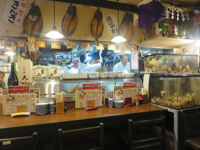 画像: 店内も木の温もりと和気あいあいとした雰囲気。楽しさが随所から伝わってくる
