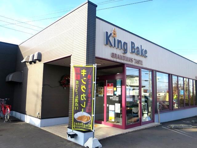 画像: 本店は函館市亀田本町に。約120ものパンの販売で、朝から大評判。本社と工場も建っている