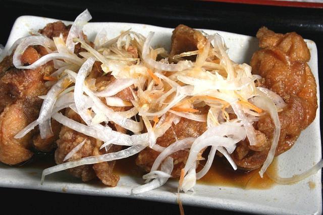 画像: 3度揚げの技術も難しい鶏唐揚げ。爽やかな甘酸っぱさのタレとの相性も抜群だ