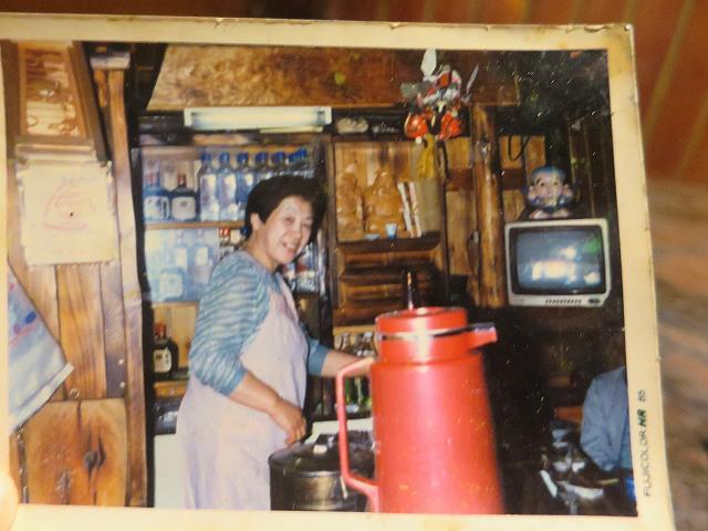 画像: 先代のお母さま。店内の雰囲気やアットホームさは、ずっと変わらない