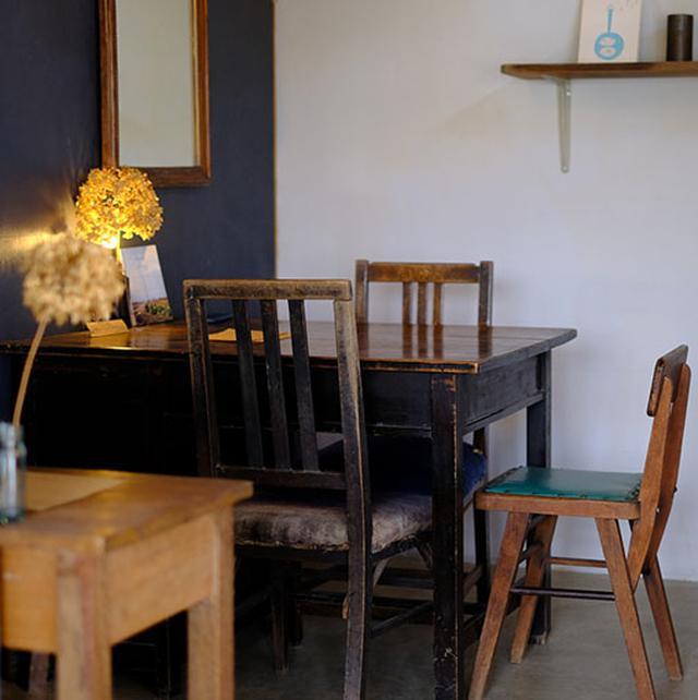 画像: 大人っぽい空間、シンプルな内装でゆっくり過ごせます。楽しそうにおしゃべりしながらランチしている人が多かったです。手作りケーキも美味しそうでしたよ。