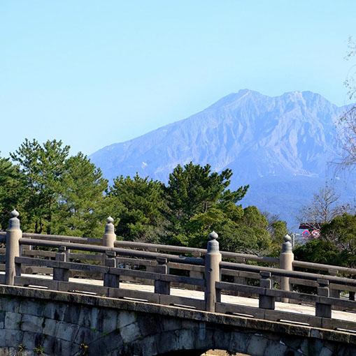 画像: 仙巌園は思いのほか見どころ多く、すっかり時間を使ってしまいました。 あわてて石橋記念公園までバスで向かいます。