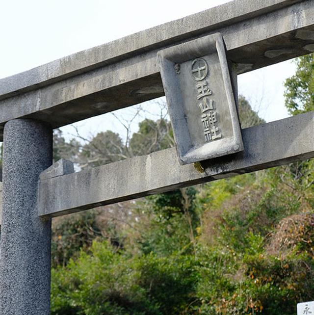 画像: 帰りのバスまでの短い時間を使って、美山の少し奥まで歩きます。ここは「玉山神社」。