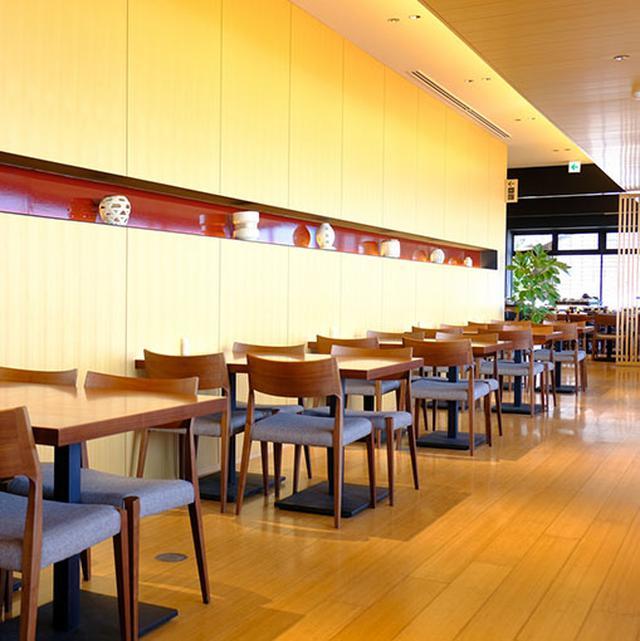 画像: 明るくて落ち着いた店内。ゆっくり食事ができます。