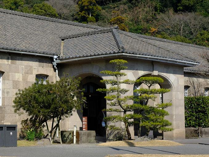 画像: 同じエリアにある尚古集成館(機械工場)。反射炉跡とともに「明治日本の産業革命遺産」として世界文化遺産に登録されました。