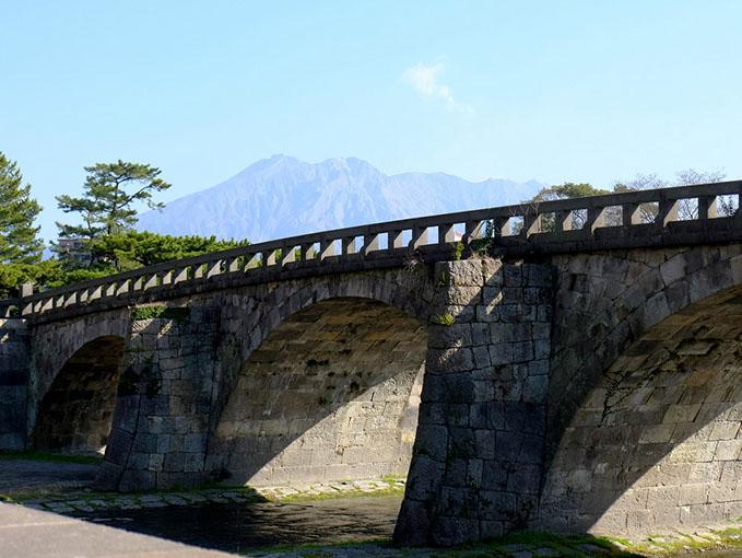 画像: 高麗橋。こちらも移築された石橋。移築には反対意見もあったようですが、移築しなければわからなかった名工の技もあったように思うので、公園に集めたことも悪いことではなかったように思いました。