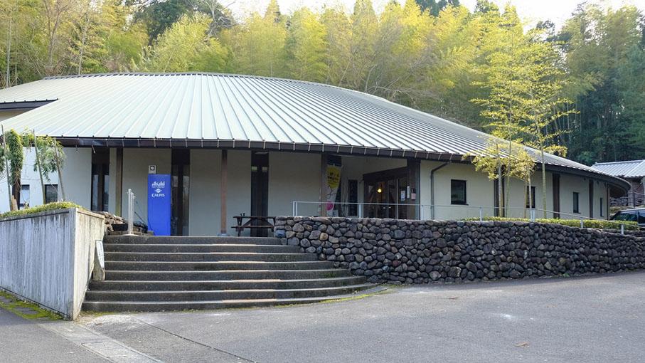 画像: 沢山の工房の作品が一度に見られる「美山陶遊館」へ行きました。