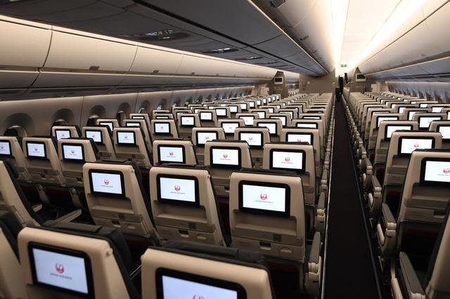 画像: くつろげるシートと、多彩なコンテンツが楽しめる個人モニター