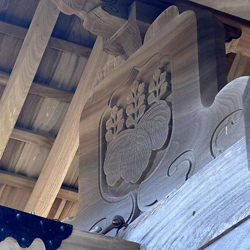 画像: 格式高い「桐紋」も見えます。これは島津家のもうひとつの家紋です。