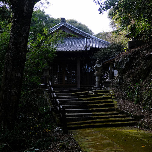 画像: もともとは朝鮮風の建物であったとのことですが、現在は大正時代に建て替えられた和風の神社となっています。