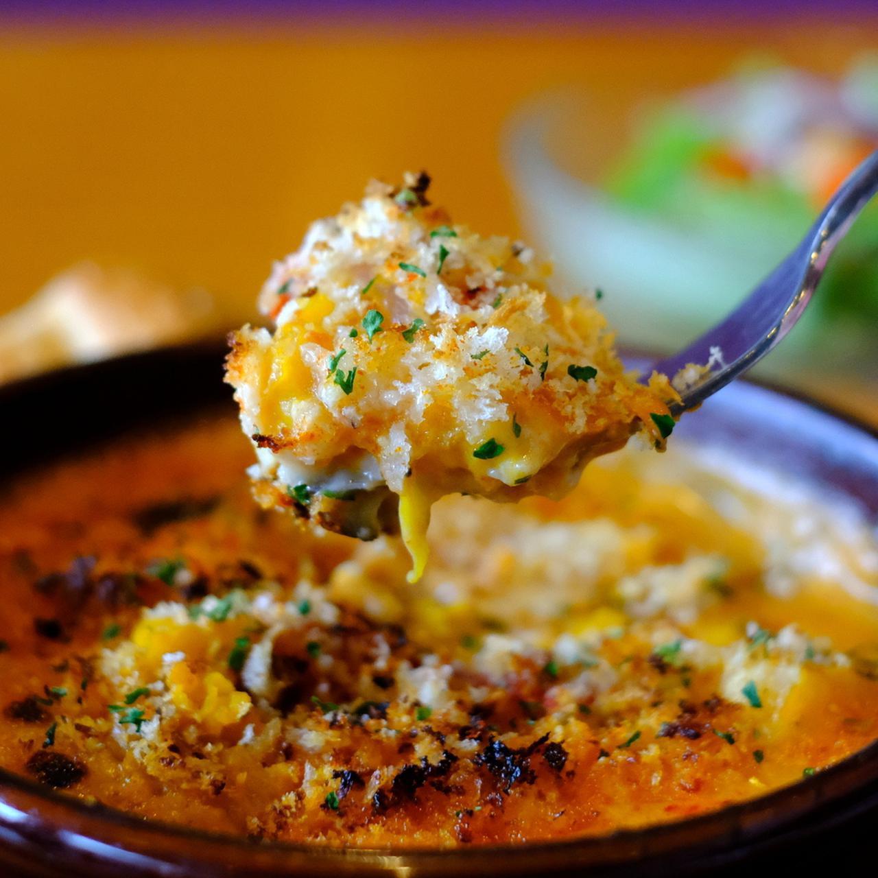 画像: ベシャメルソースとミートソース、数種類のチーズ。それぞれの塩加減とバランス、旨味を重ねた一皿。