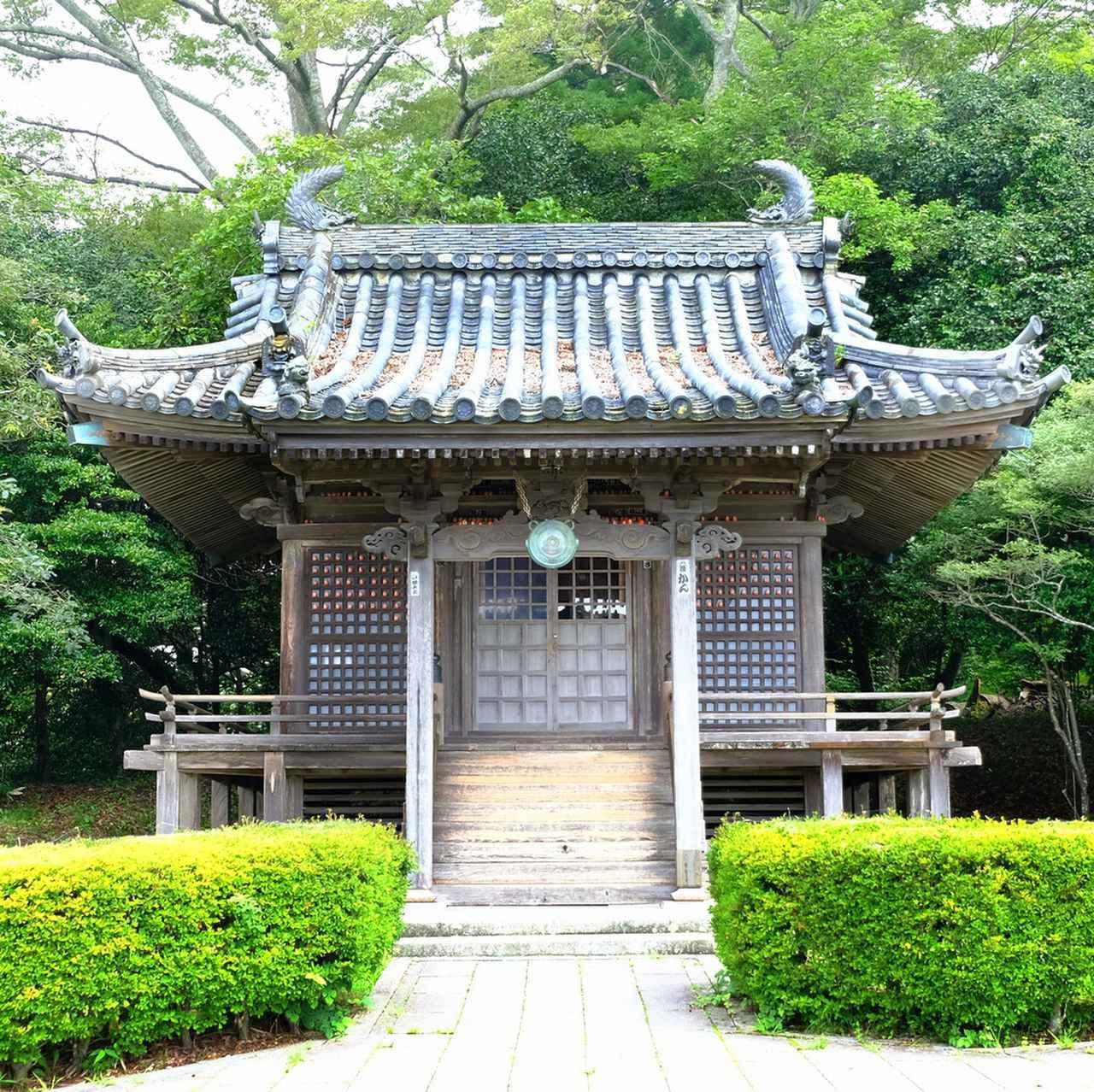 画像: 福浦島の中でも最も見ごたえがあるのがこの弁財天です。